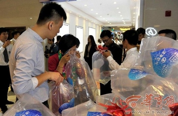 """China Buying Fresh Air Is A """"Real Thing"""" To Sold In The Local Chinese Market"""