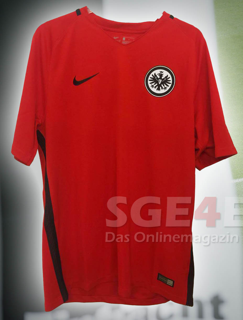 eintracht-frankfurt-16-17-away-kit%2B%25
