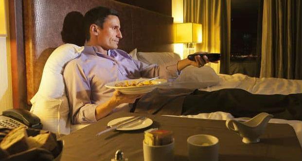 Efek Buruk Makan Malam Langsung Tidur