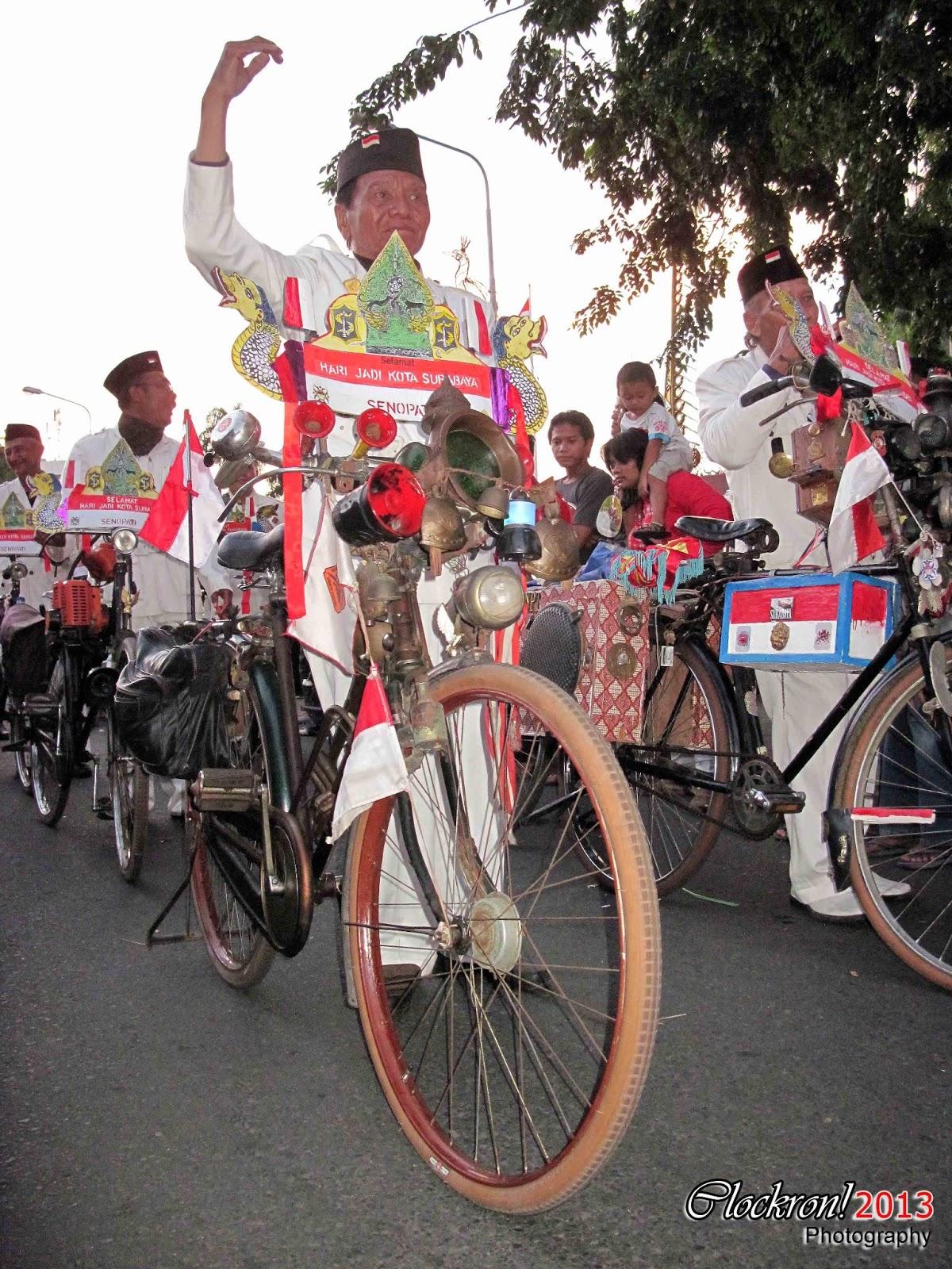 Parade Budaya &  Pawai Bunga Surabaya 2013