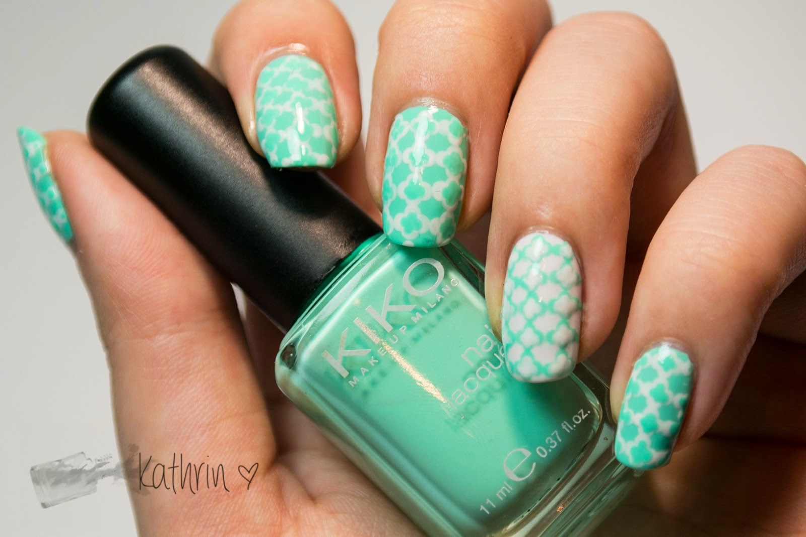 http://rainpow-nails.blogspot.de/2014/11/inspired-by-fabric-mint-quatrefoil.html