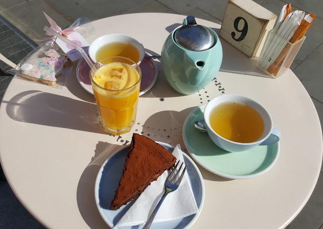 biscuit-peggy-porschen-cake-london