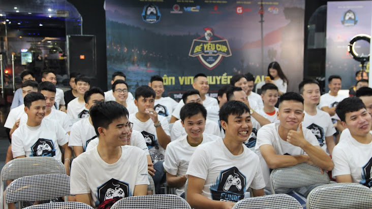 [AoE] Chùm ảnh: Vòng Tứ kết, Bán kết và Chung kết giải đấu AoE Bé Yêu Cup 2019 (ngày 15/6)