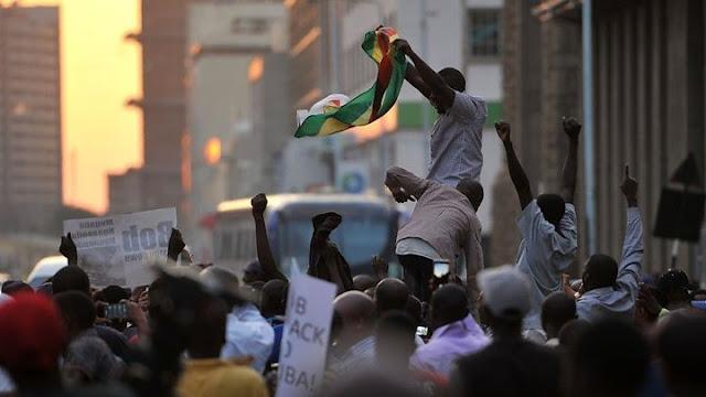 People celebrating in Zimbabwe after hearing the news of Mugabe resignation