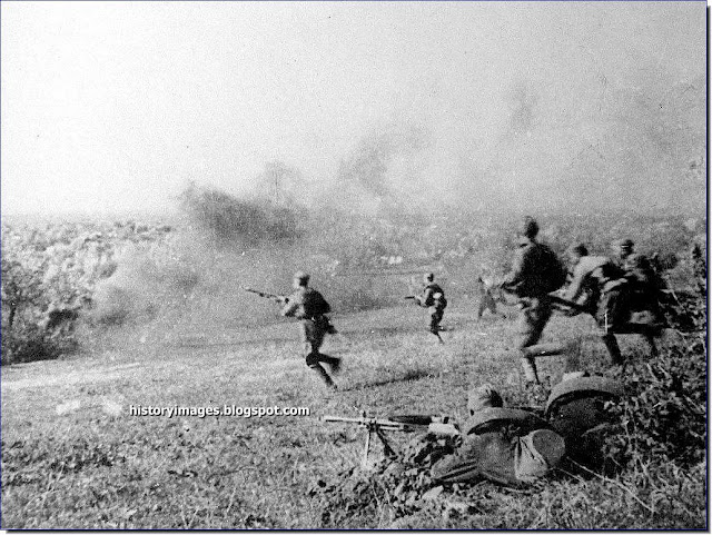 Soviet infantry  battle  Crimean village
