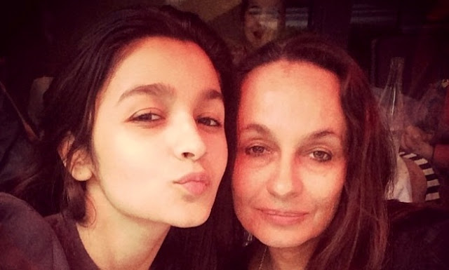Alia Bhatt foto selfie sama mama