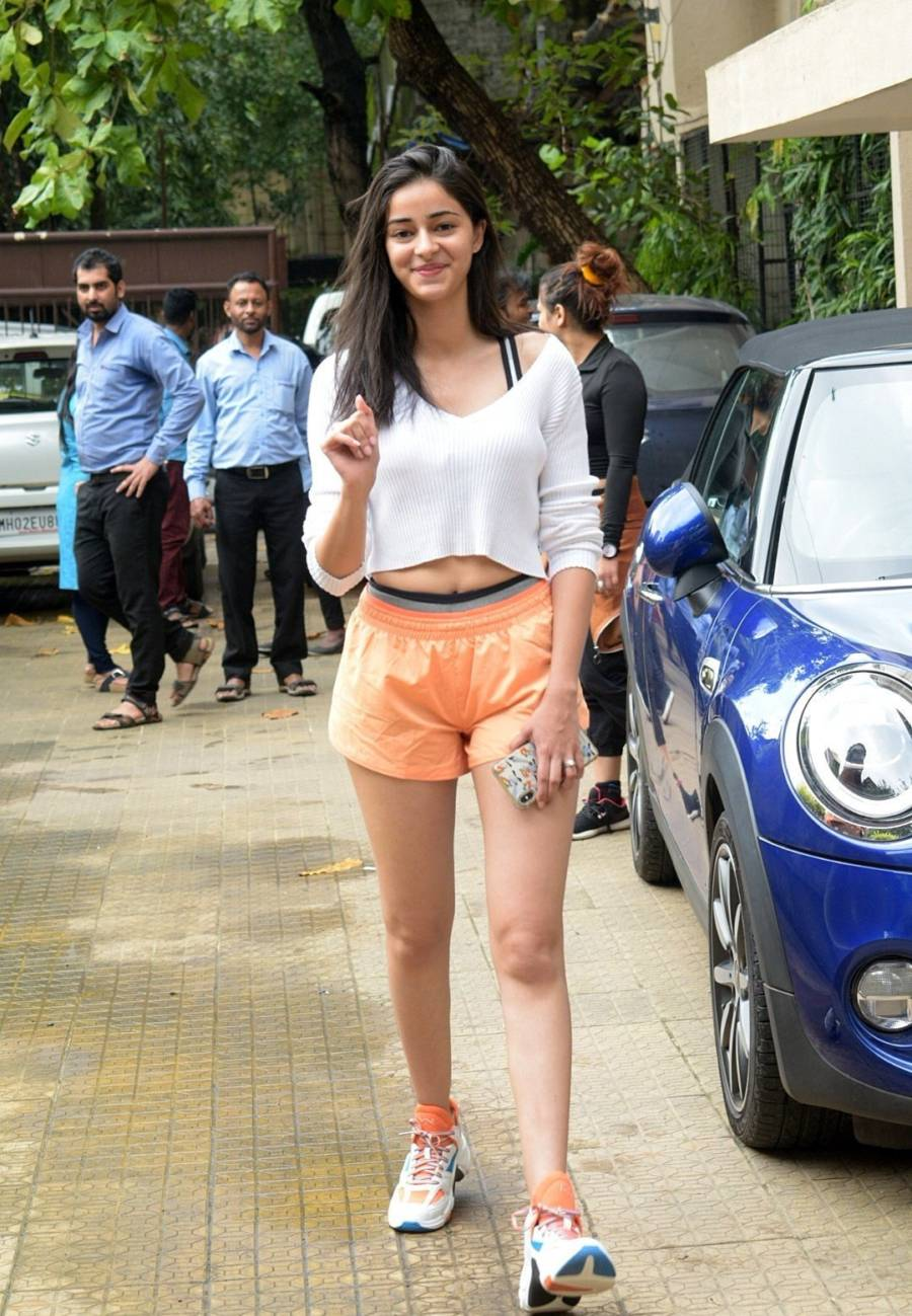 Indian Girl Ananya Pandey Without makeup Face Long Hair
