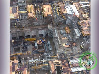 Proyek bangunan gedung bertingkat terlihat dari Ruang Operator Tower Crane...