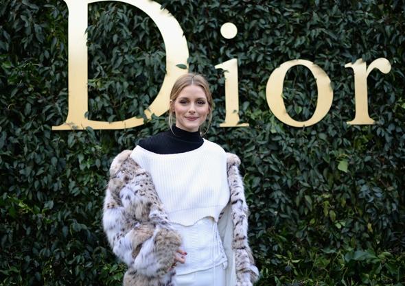2017-01-23 オリヴィア・パレルモ(Olivia Palermo)パリで開催のディオール 2017年春夏オートクチュールコレクションに出席。