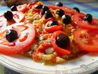 herkesin kolayca közlenmiş patlıcanla yapabileceği lezzetli bir salatadır