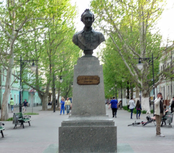 Херсон. Пам'ятник О. В. Суворову і будинок Суворова