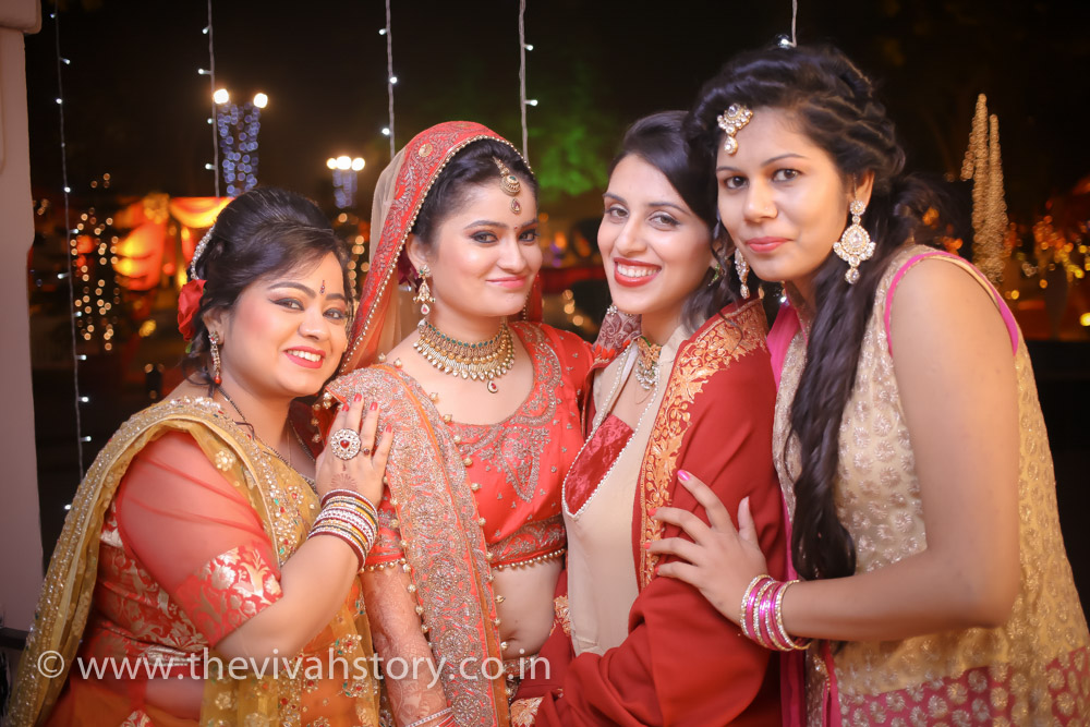 candid wedding photographer in Krishna Nagar