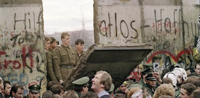 berlin duvarı neden yıkıldı