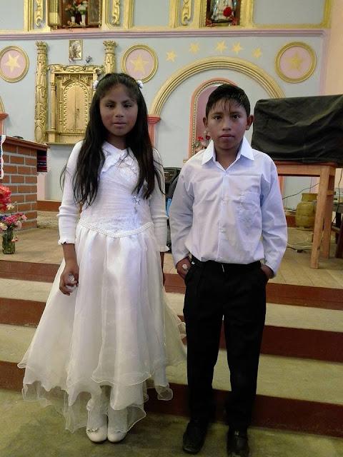 Zwei Täuflinge beim Patrozinium in Esmoruco
