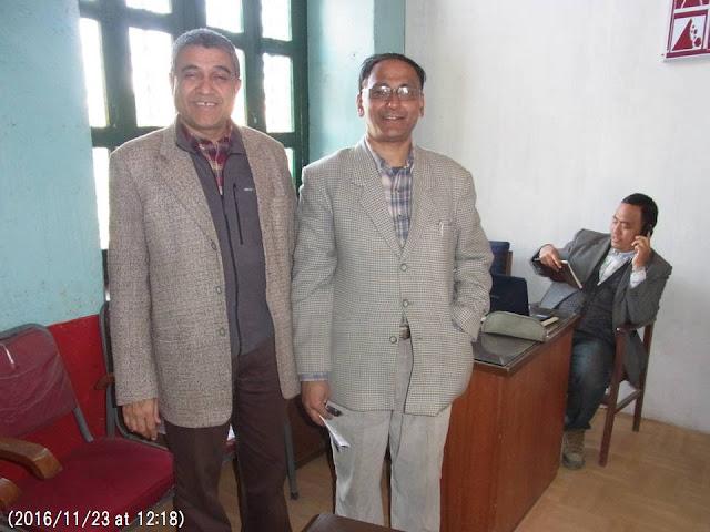 写真6 地質学教室のバッタライさんとネパール地質会議の関係者
