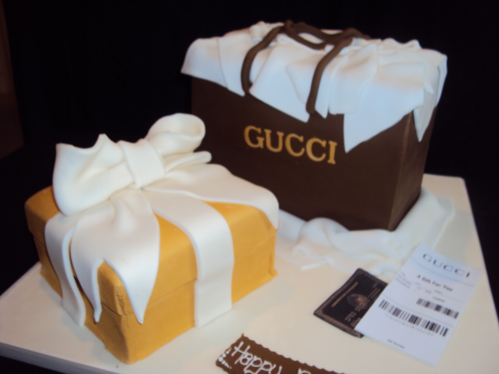 f3aaa4360c7d Gucci Shopping Bag and Present Box. I made this cake for a Lady, she own  her own boutique so I wanted to make a cake for her that showed her love of  fashion ...
