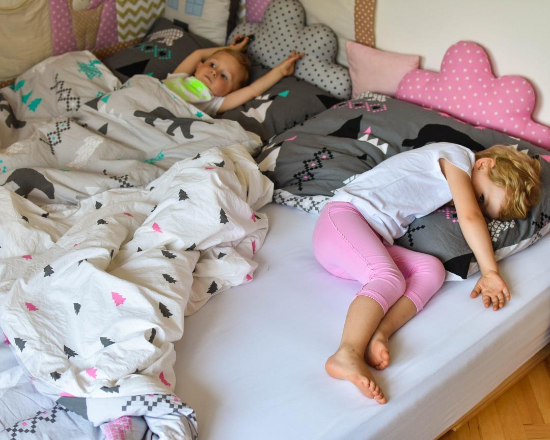 dětský pokoj, sourozenci, dvě děti, mateřství