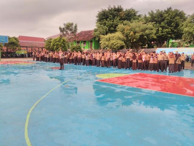 Upacara Penerimaan dan Penyematan Pin Penegak Anggota SMAN 14 Bandar Lampung Tanggal 29 Juli 2017