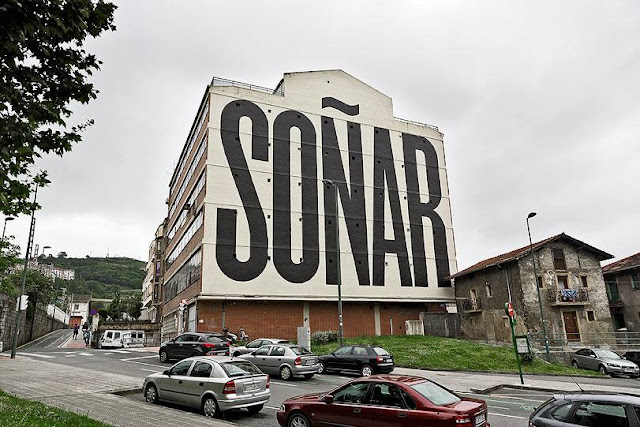 """Jumping from one practice to another, SpY is back in Bilbao, Spain with a brand new piece entitled """"Soñar"""" (translates to Dream from Spanish)."""