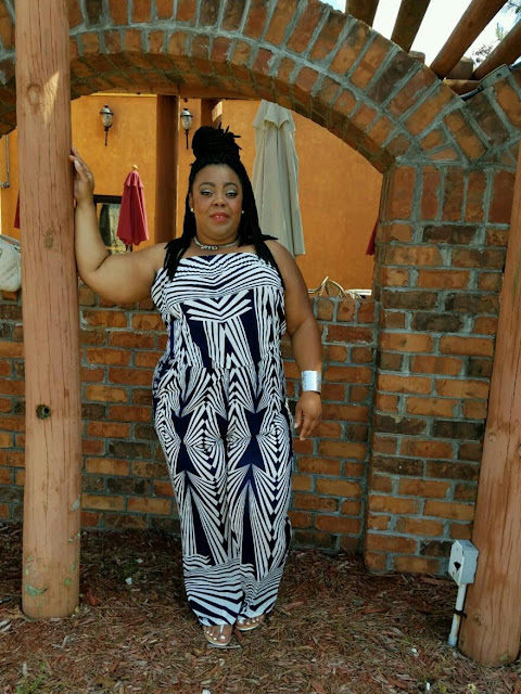 geometric printed jumpsuit, curvy blogger, plussize, confidence, choker, silver cuff, red lips.
