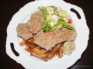 Snitele la cuptor cu salata si cartofi prajiti retete de mancare,