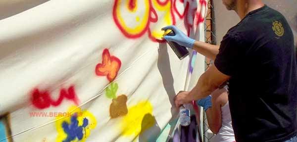Pintando un graffiti