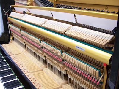 Những bộ phận bên trong đàn piano cơ