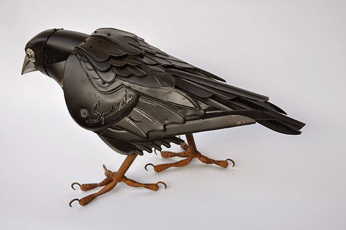 07-Raven-Edouard-Martinet-Recycled-Sculpture-Wildlife-www-designstack-co