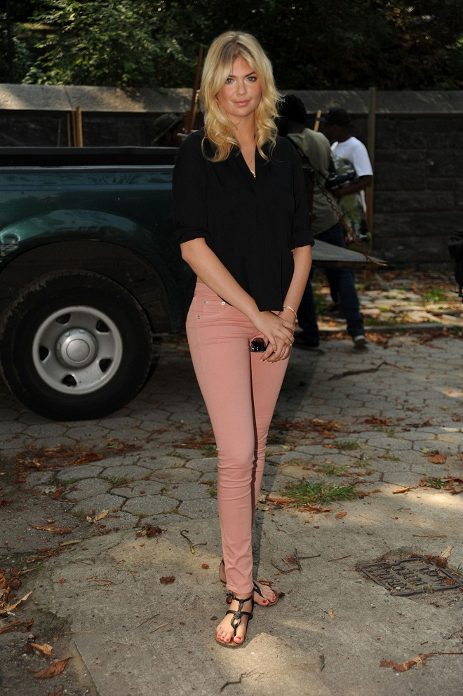 Kate Upton in Pink Jeans at Community Event in New York