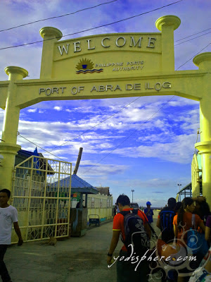 Welcome arch at the gate entrance of Abra de Ilog Pier