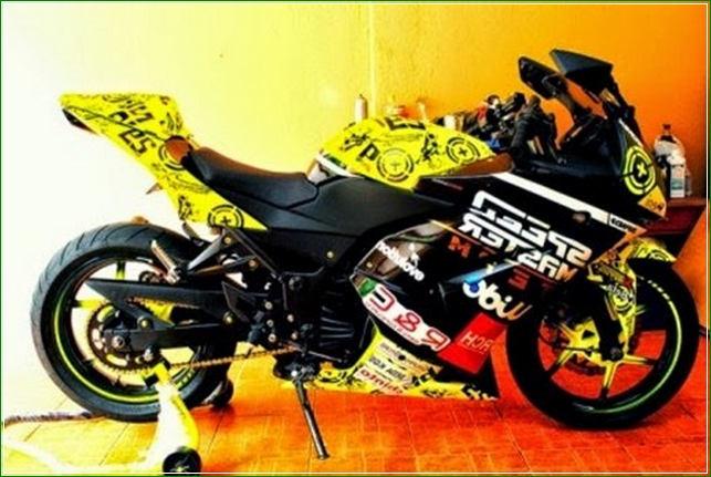 Ban Original Gaya valentino Rossi MotoGP - Contoh Gambar Dan Foto Konsep Desain Modifikasi Kawasaki Ninja 4 Tak 250cc Sporti Ala Moge Keren Banget