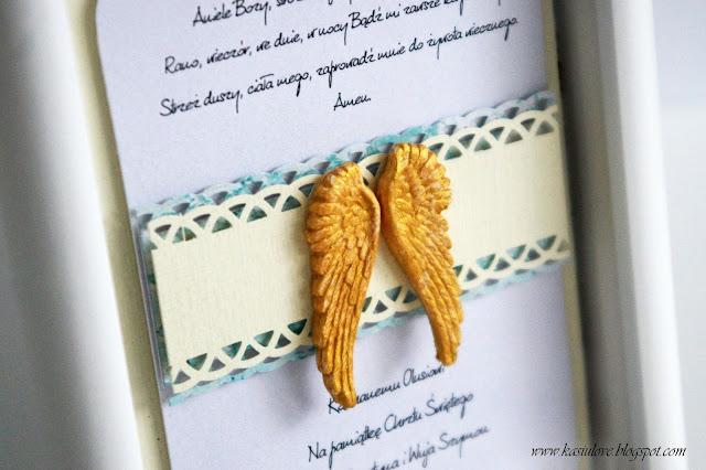 pamiątka chrztu w ramce ze skrzydełkami i tekstem Aniele Boży