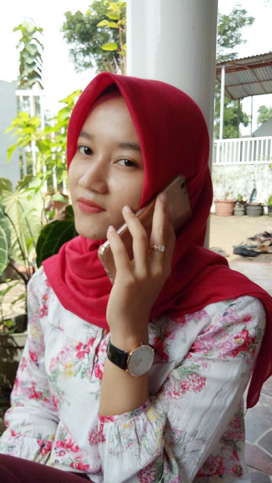 jilbab elzatta warna merah cantik abju putih mahasiswi seksi