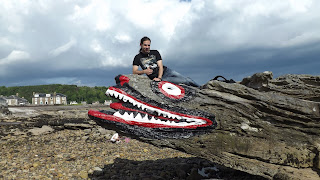 Crocodile rock Millport-ban a parton
