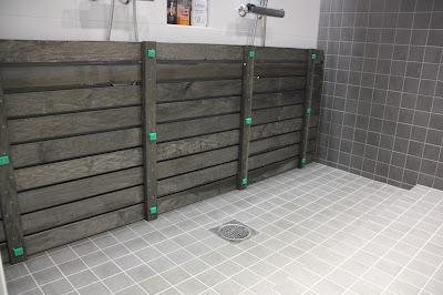 Näin toteutetaan puuritilä kylpyhuoneen suihkun alle
