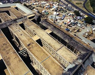 9-11 Pentagon Overhead conjugando adjetivos