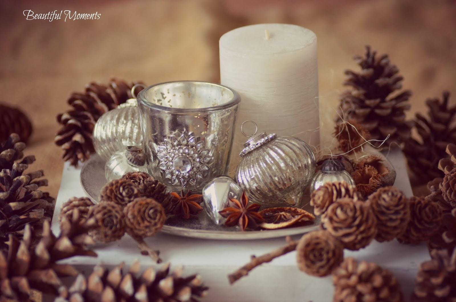 Weihnachtsdeko In Silber Und Weiß.Beautiful Moments Weihnachtsdeko Auf Einer Silber Platte