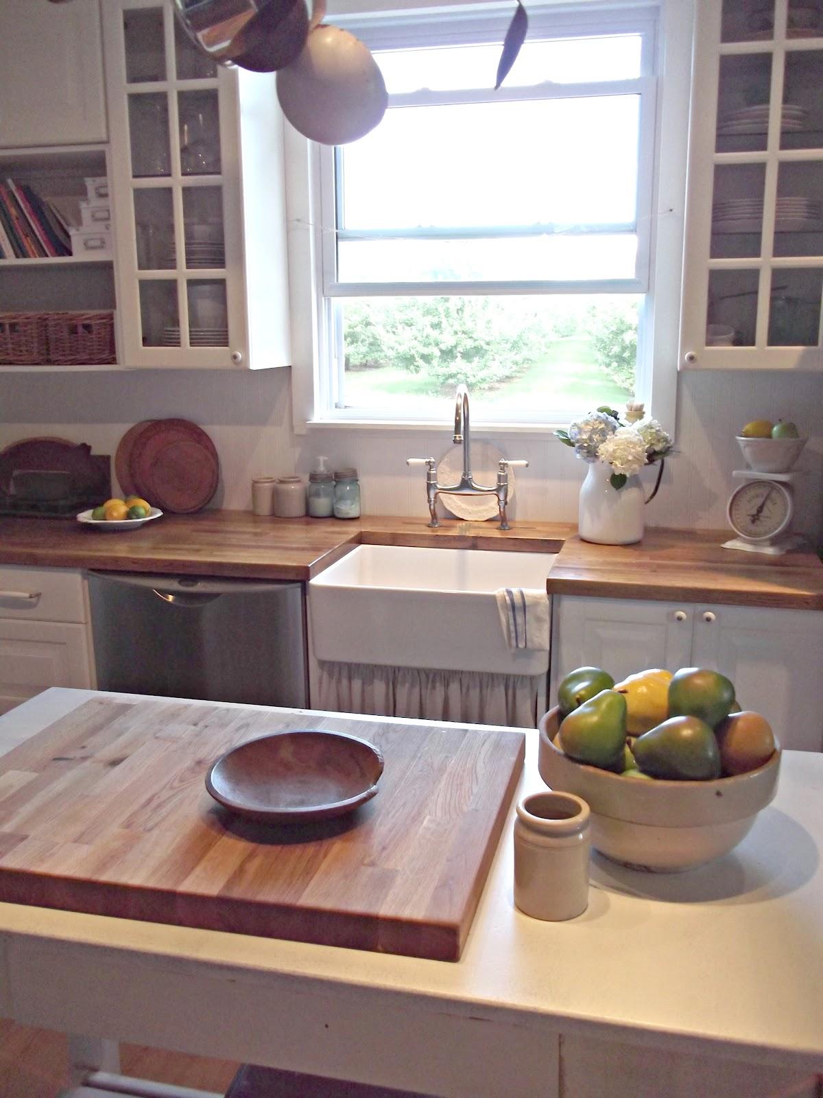 Rustic Farmhouse: A Farm Style Sink on Farmhouse Rustic Kitchen  id=36639