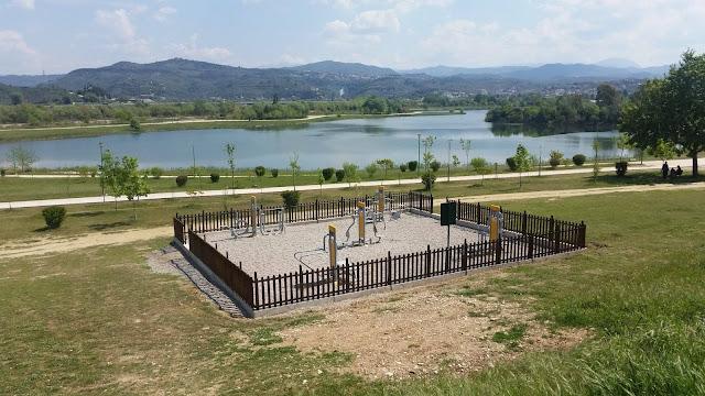 Άρτα: Υπαίθρια όργανα γυμναστικής στο παραποτάμιο πάρκο από το Δήμο