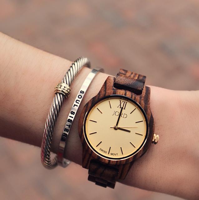 "<!-- JORD WOOD WATCHES ARTICLE WIDGET START --> <a id=""woodwatches_com_widget_article""  ishidden=""1""  title=""Luxury Wooden Watch"">Luxury Wooden Watch</a> <script src=""//www.woodwatches.com/widget-article/kennedynorton""  type=""text/javascript""></script> <!-- JORD WOOD WATCHES ARTICLE WIDGET END -->"