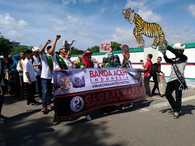 Warga Banda Aceh Berparade Lawan Kejahatan Satwa