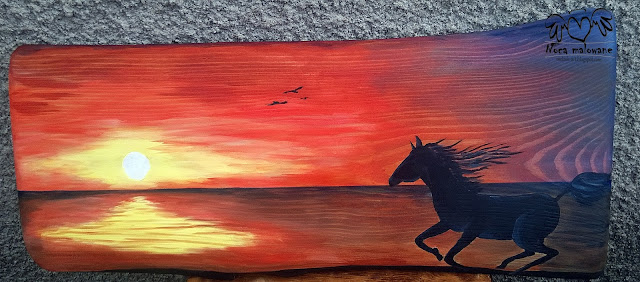 Koń nad brzegiem morza