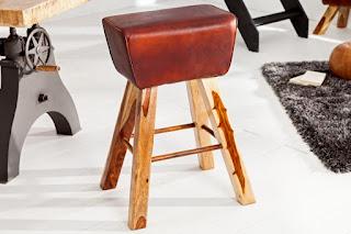 Zajímavá barová židle z pravé kůže.
