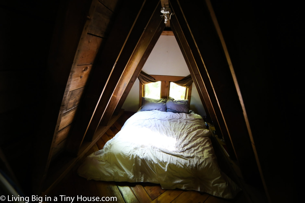 06-Bedroom-Area-Jacob-Witzling-Recycled-Architecture-with-the-1-Bedroom-USD7500-Micro-House-www-designstack-co