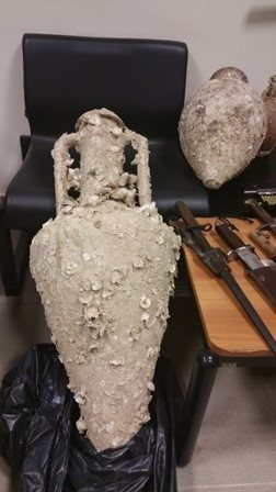Όπλα, ναρκωτικά και τέσσερα αγγεία στο Ηράκλειο Κρήτης