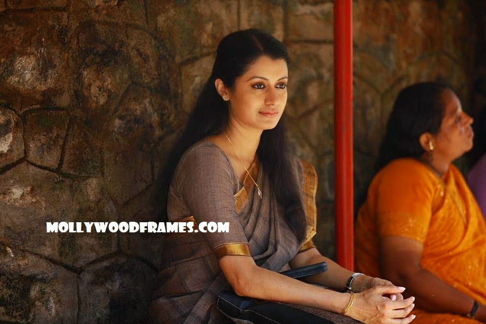 Reenu Mathews in Malayalam film Sapthamashree Thaskaraha
