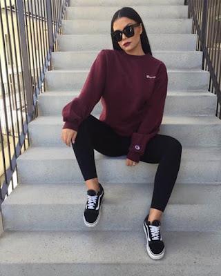 poses tumblr sentada en escaleras