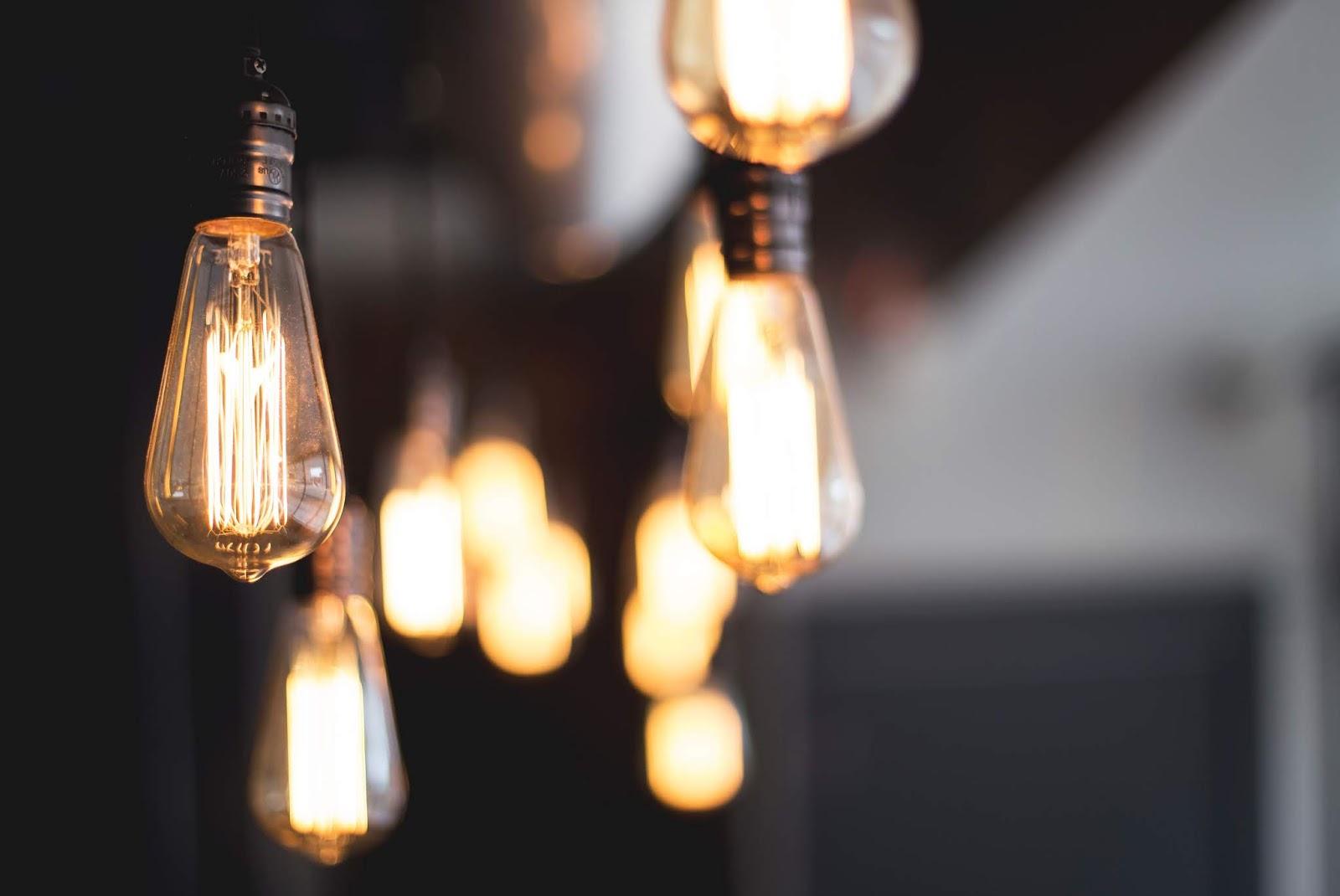"""Journey in Life: """"A light-bulb moment"""" nghĩa là gì?"""