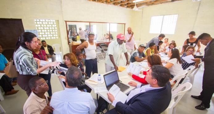 JCE realiza operativo para dotar de actas de nacimiento a personas del sector Las Mocas de Santiago