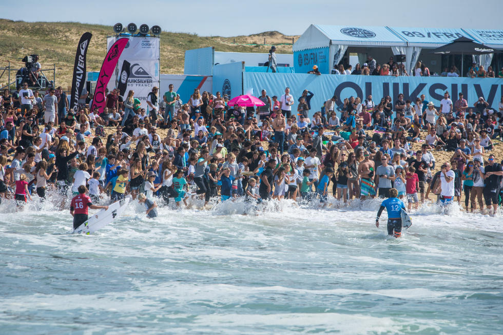 1 Crowd 2015 Quiksilver Pro France Fotos WSL Poullenot Aquashot